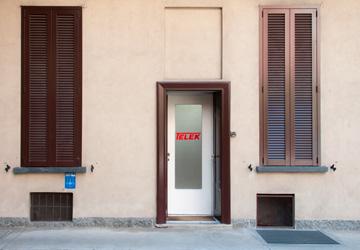 Ingresso dell'ufficio in Piazza Bruzzano 4 - Milano